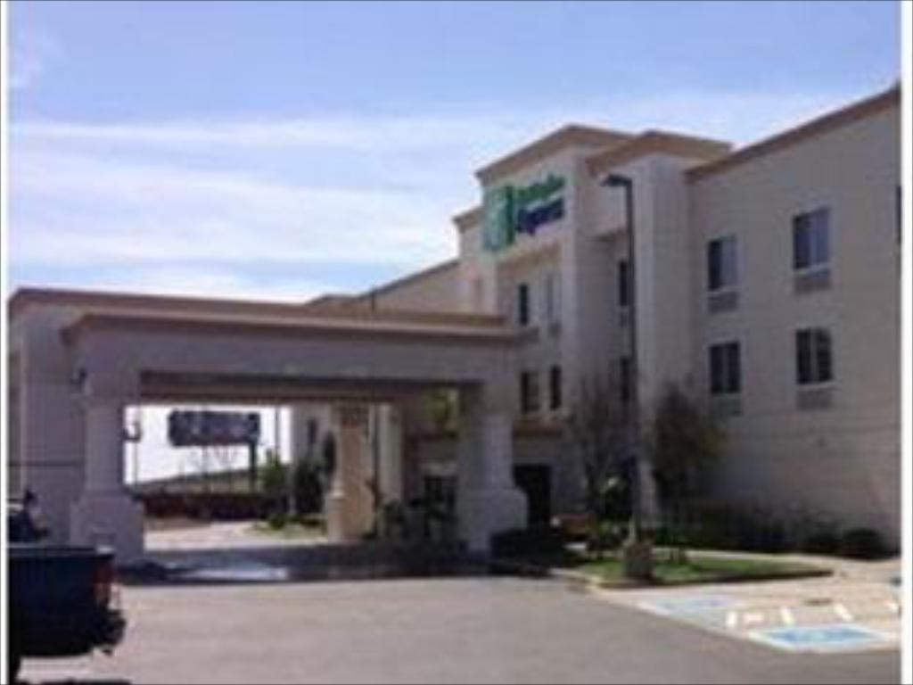 Pohled zvenku Holiday Inn Express Stockton Southeast