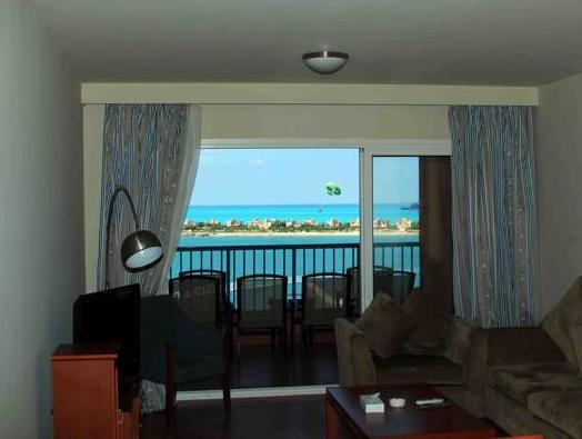 Apartamento de 3 dormitorios con vistas al mar (Three-Bedroom Rental Apartment with Sea View)