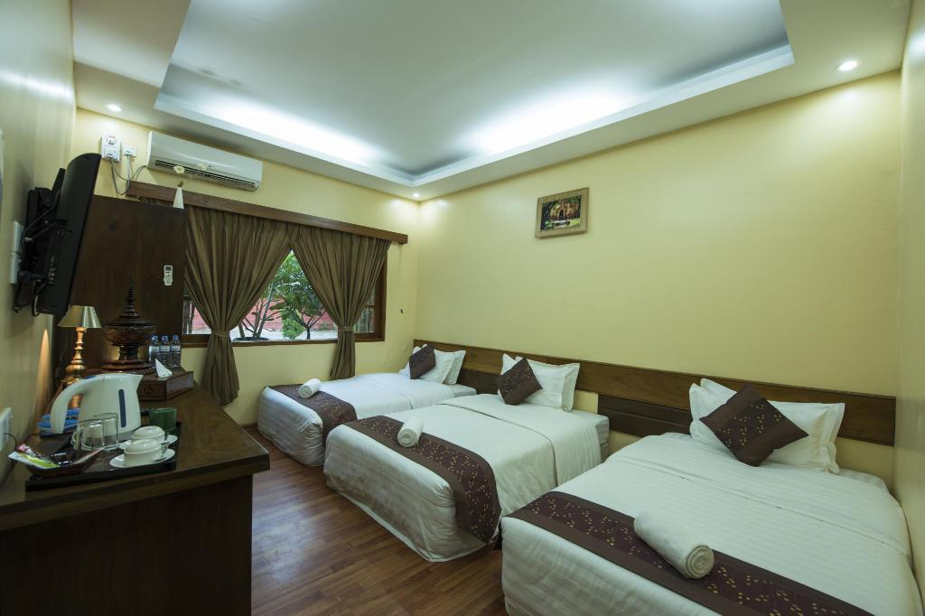Triple Room - Bed Crown Prince Hotel