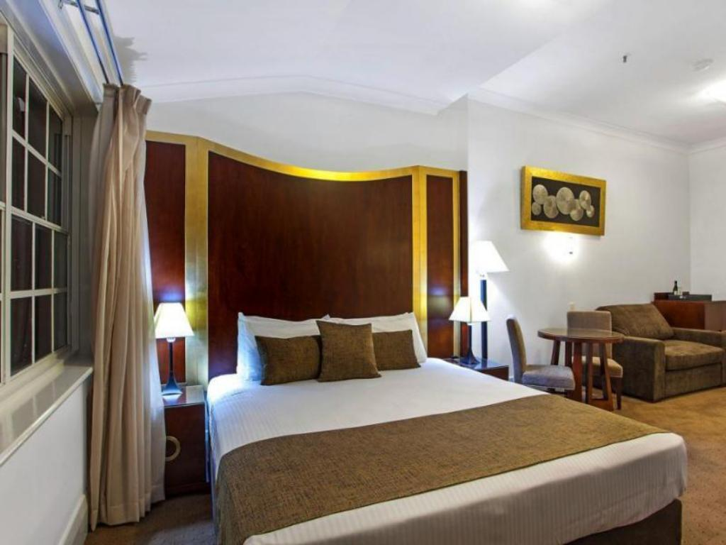 Standard Queen - Bed Monte Pio Hotel and Conference Centre
