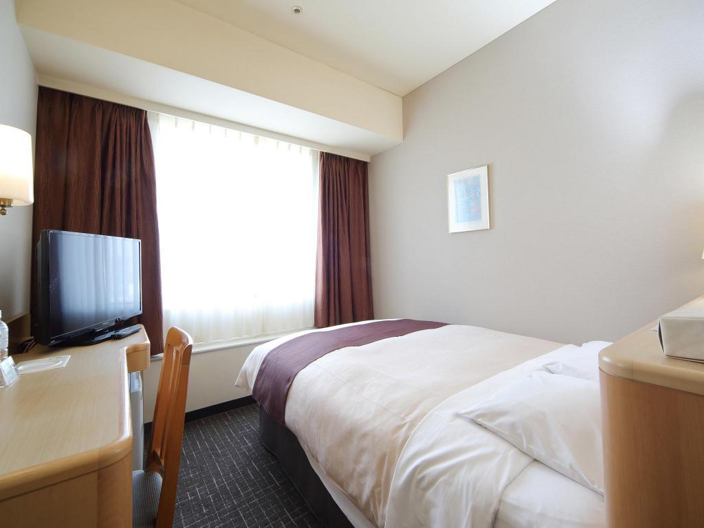 Small Double Bed Tokyo Bay Ariake Washington Hotel