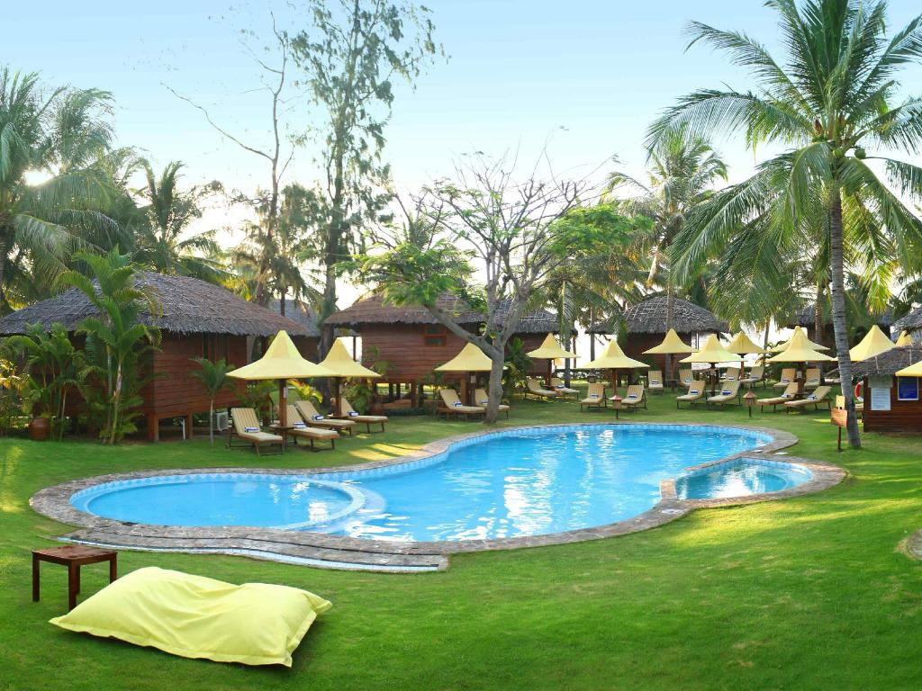 Best price on coco beach resort in phan thiet reviews for Ecr beach resorts with swimming pool prices