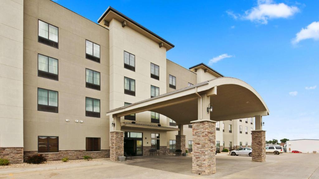 Best Western Plus Williston Hotel And Suites