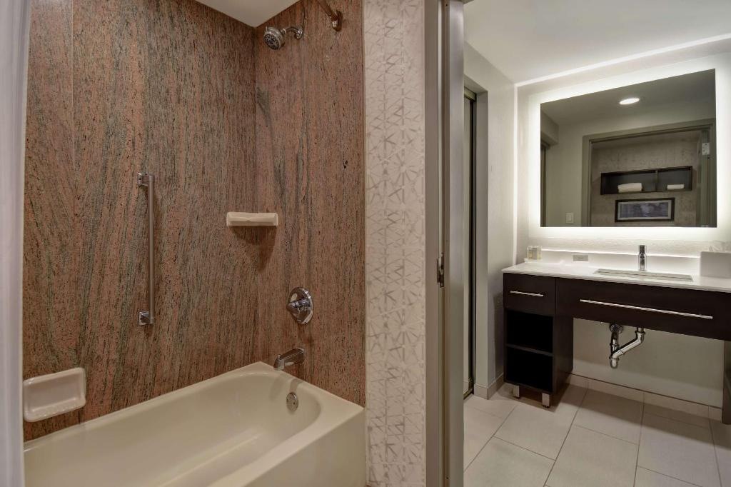 1 King 1 Bedroom Suite Non-Smoking - Guestroom Homewood Suites by Hilton Edgewater Hotel