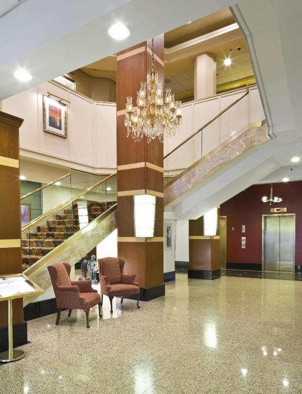 Lobby Doubletree Fort Lee George Washington Bridge Hotel