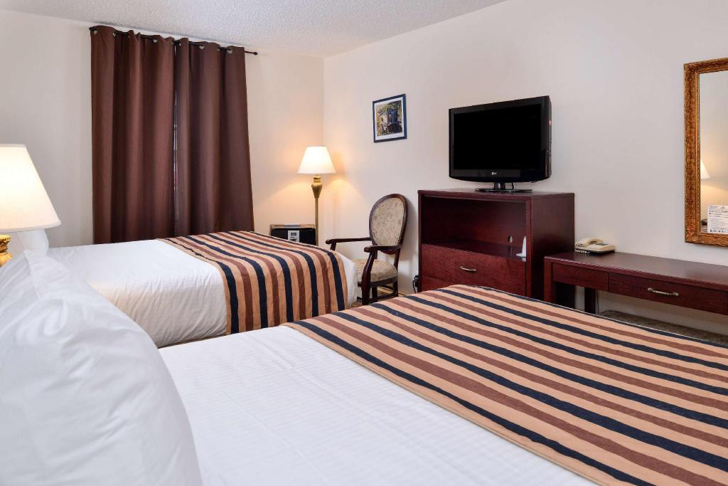 Double with 2 Double Beds - Guestroom Canadas Best Value Inn Downtown Hotel Dawson City