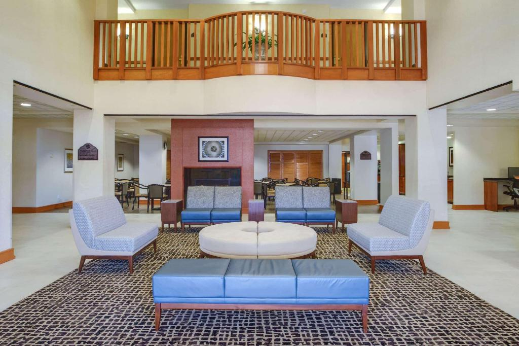 Lobby Wingate by Wyndham Chantilly / Dulles Airport