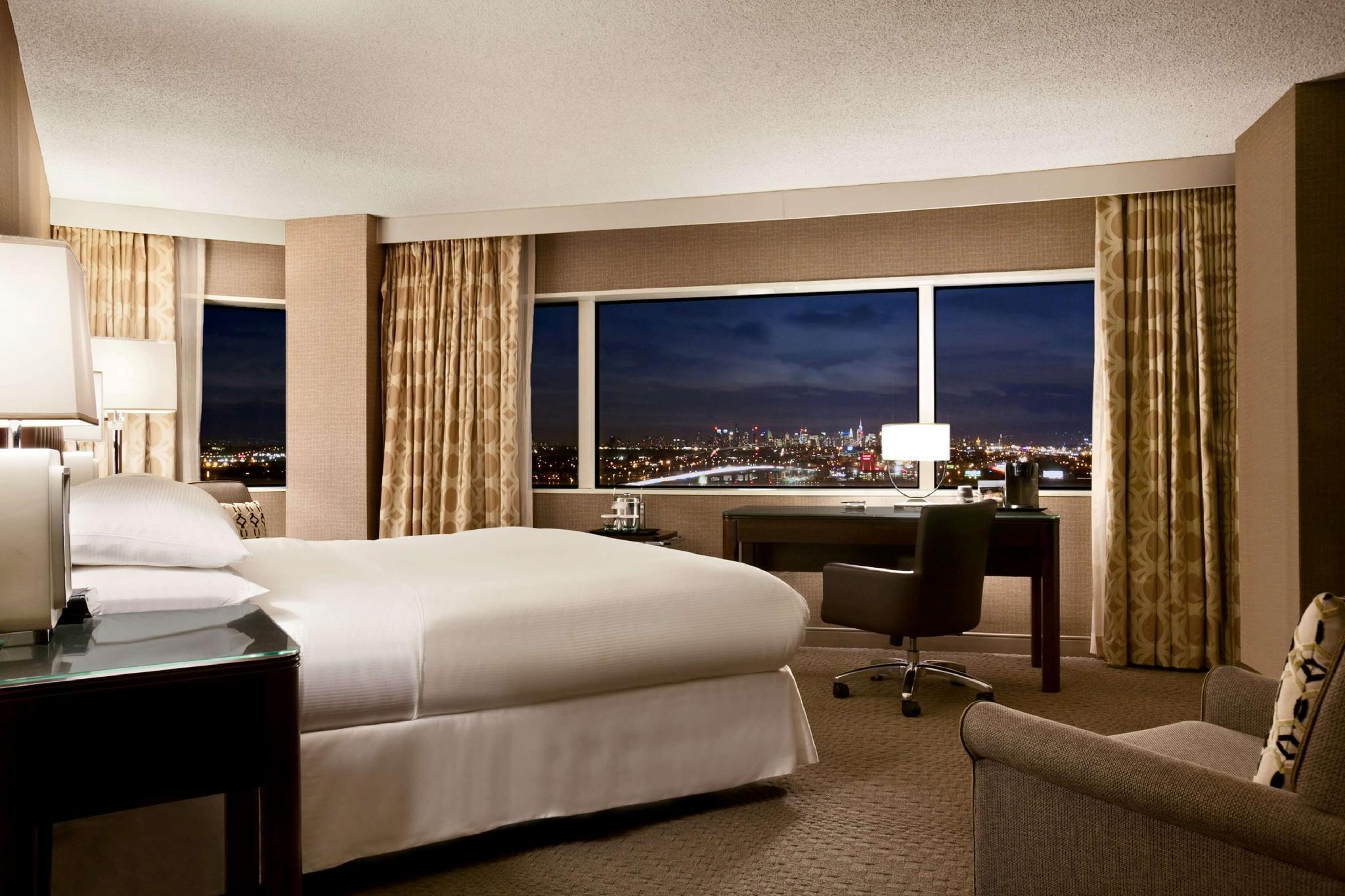 1 King Bed City View Room