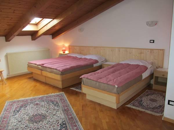 Kolmene tuba (Triple Room)