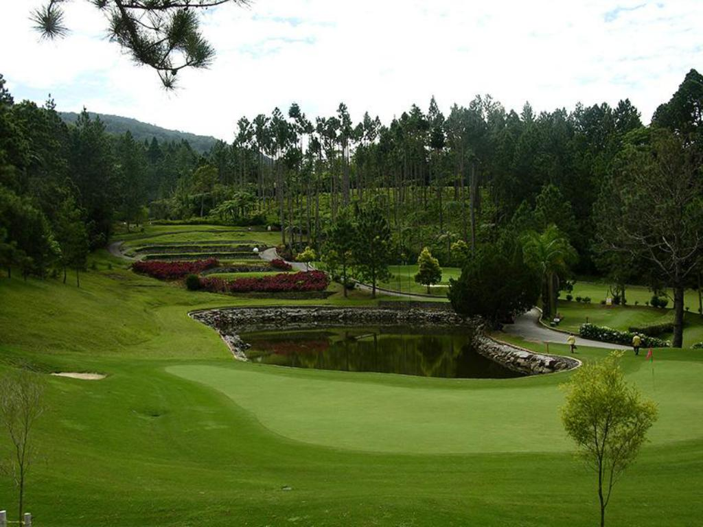 Lapangan golf di properti Resorts World Awana
