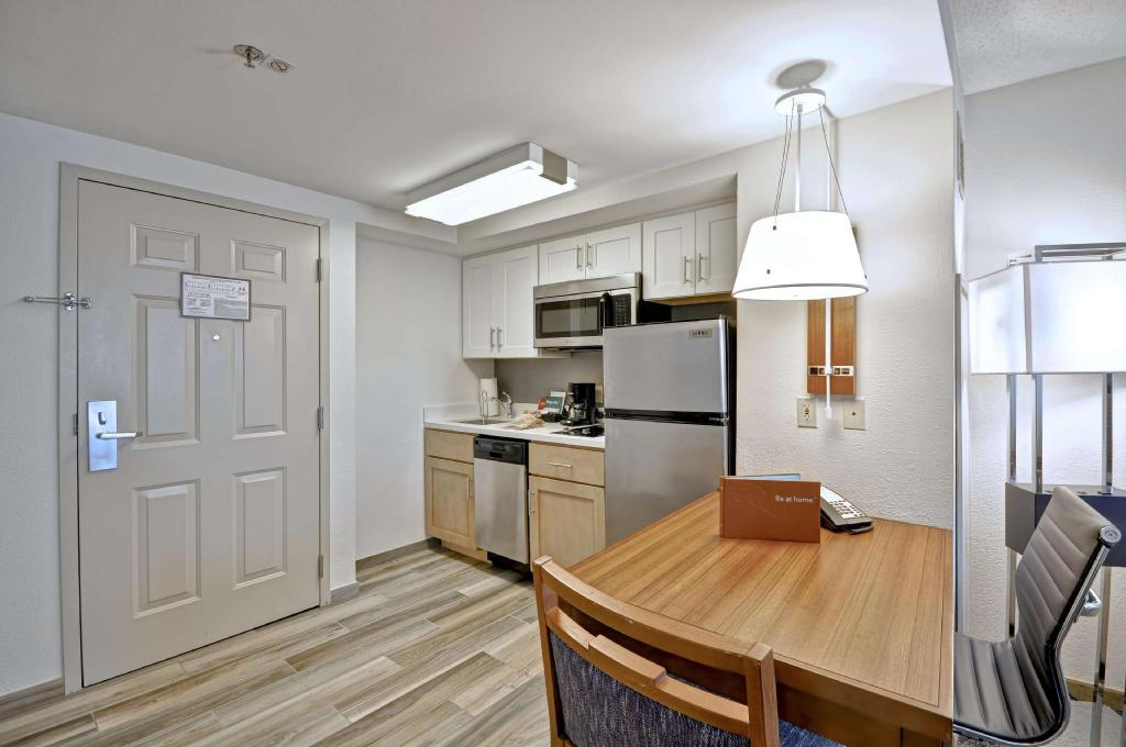 1 Queen Accessible Roll in Shower Studio Non-Smoking Homewood Suites by Hilton Boston-Peabody