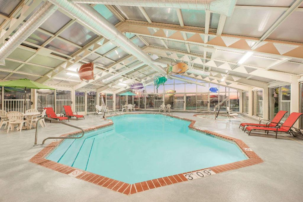Swimming pool Baymont by Wyndham Litchfield