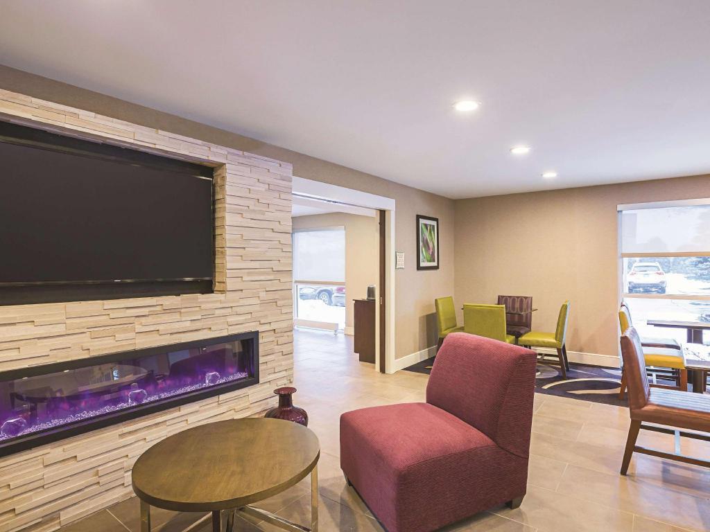 La Quinta Inn Suites By Wyndham Detroit Utica Hotel Utica Mi