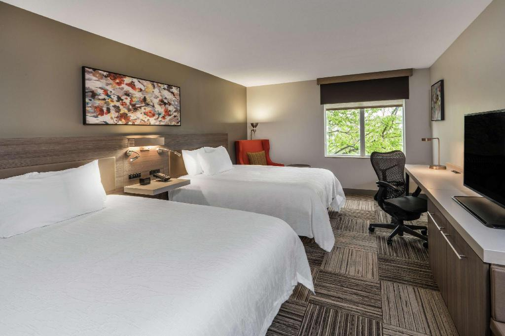 2 Queen Premium W/In-Room Drinks-Snacks - Guestroom