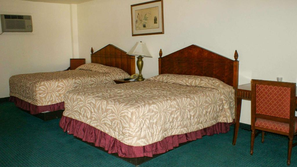2 Queen Beds Non-Smoking - Guestroom Hwy. Express Inn & Suites