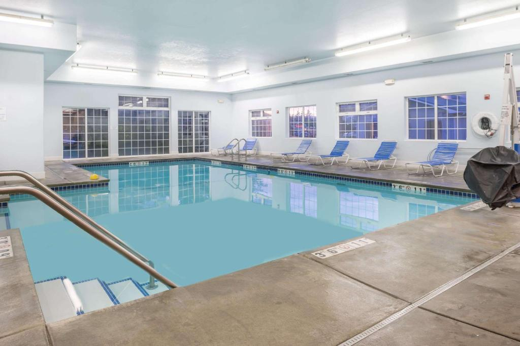 Swimming pool Super 8 By Wyndham Spokane Valley