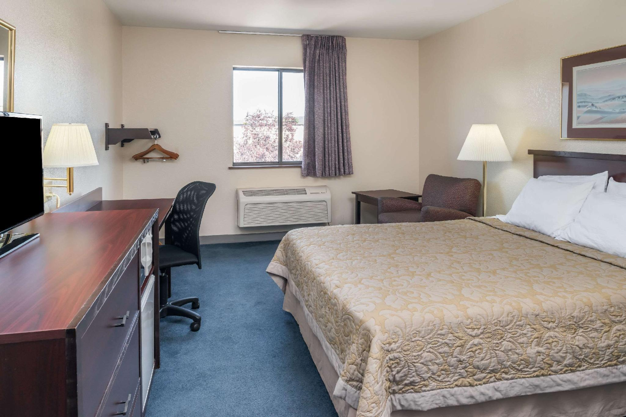 1 Queen Bed, Mobility Accessible Room, Non-Smoking