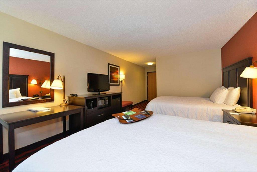 2 Double Beds Non-Smoking - Guestroom Hampton Inn Sturgis Lagrange
