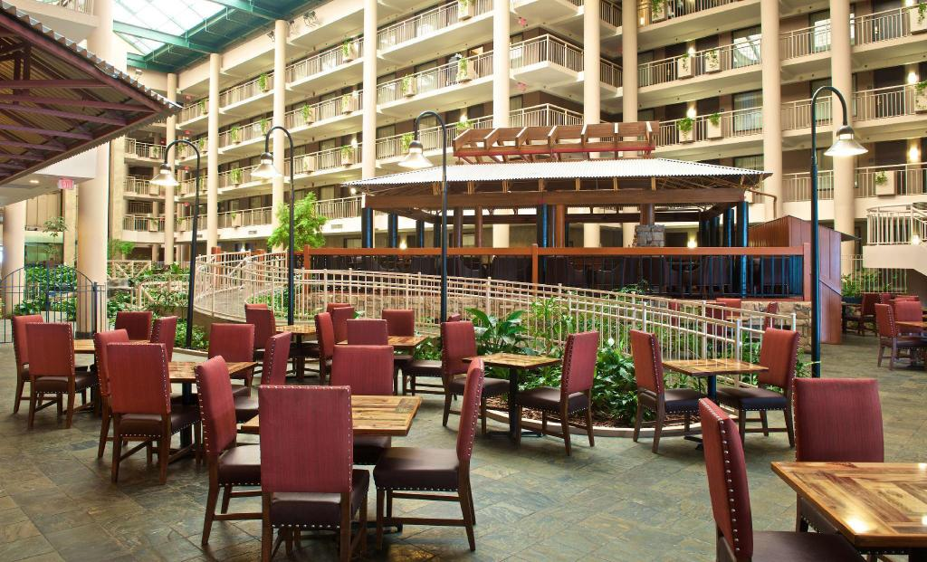 Lobby Embassy Suites Syracuse