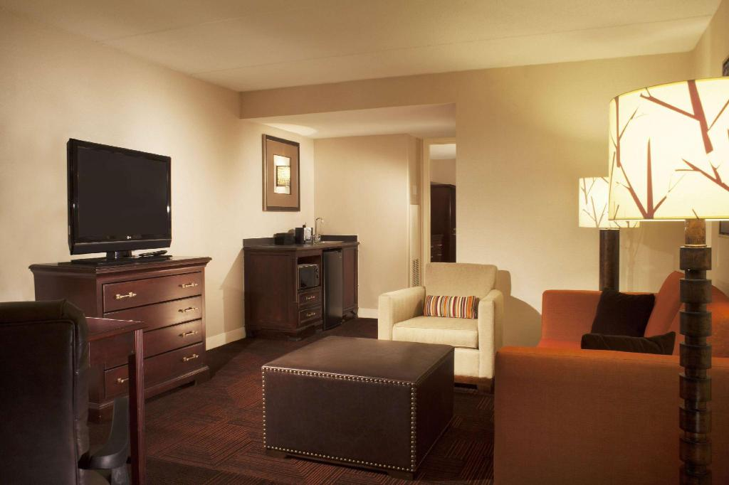 King Basic Smoking - Guestroom Embassy Suites Syracuse