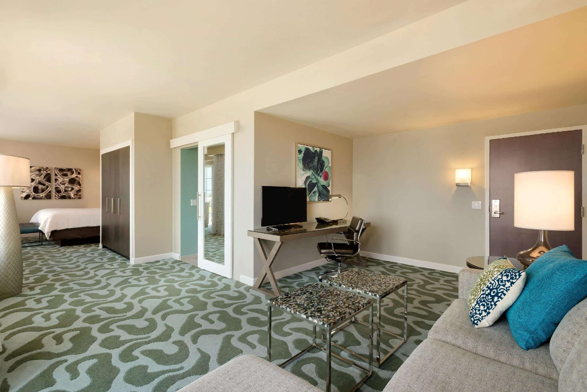 1 King Bed, Grand Suite Intracoastal View, Non-Smoking