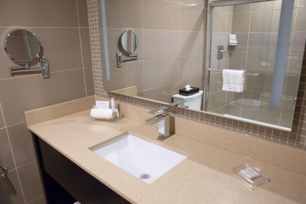 2 Queen Beds - Non-Smoking - Guestroom Best Western Premier NYC Gateway Hotel