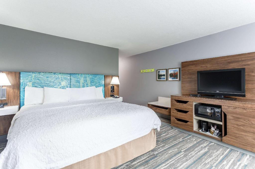 1 King Hearing Accessible Non-Smoking - Guestroom