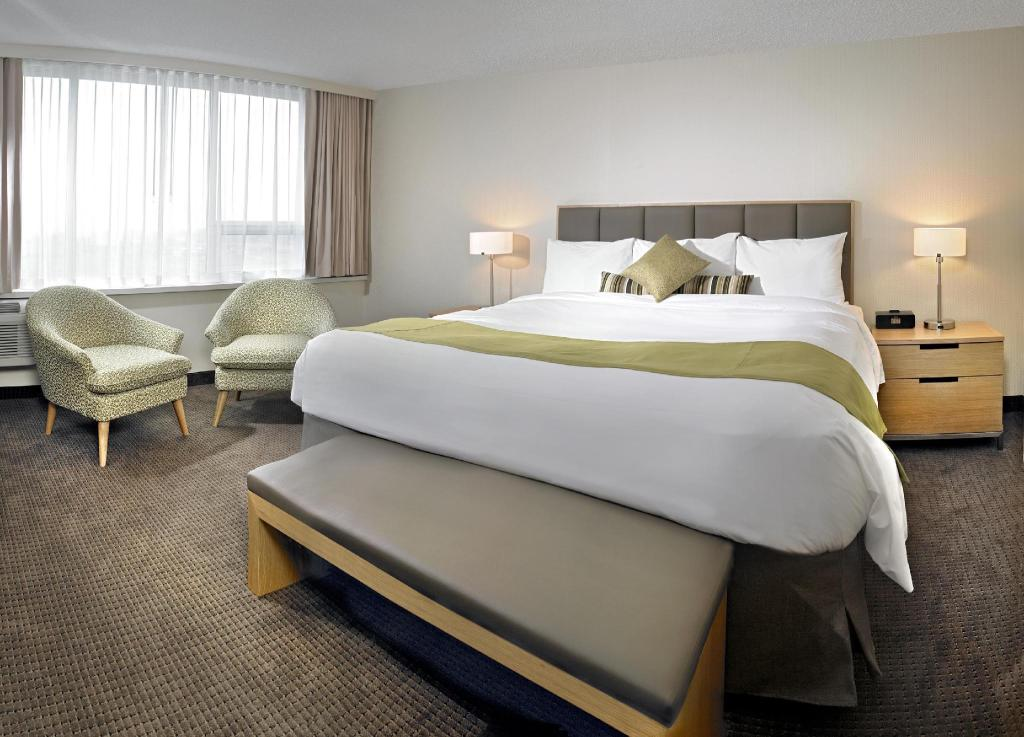 Superior King Room - Guestroom Coast Chilliwack Hotel
