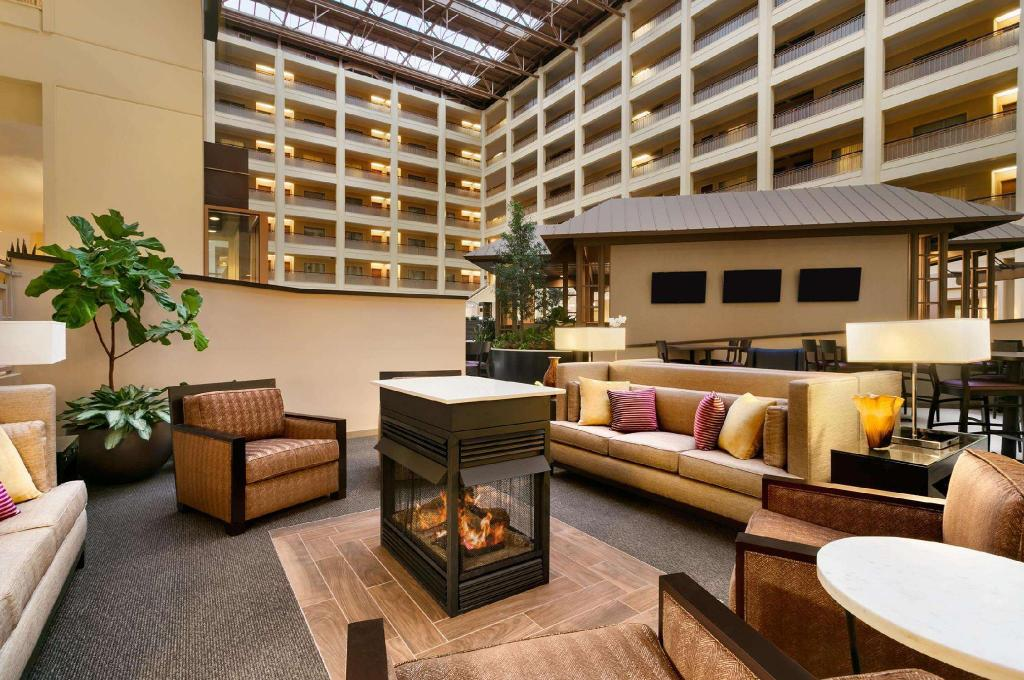 Lobby Embassy Suites Chicago North Shore Deerfield Hotel