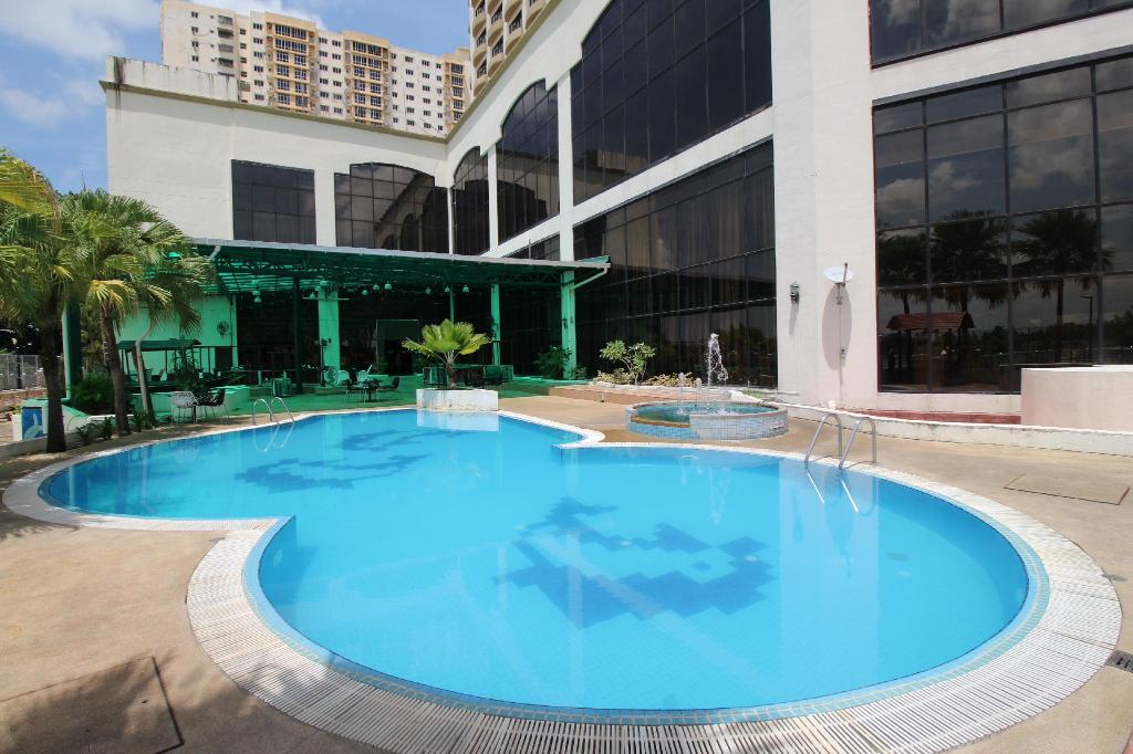 piscina al aire libre Grand Riverview Hotel