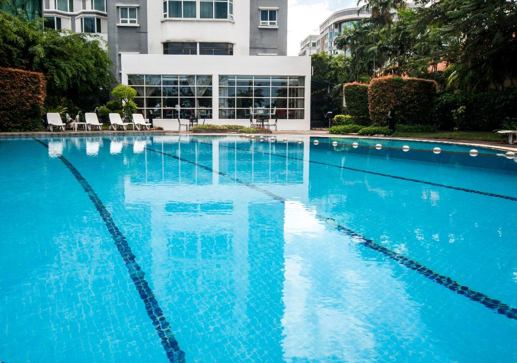Swimming pool [outdoor] Promenade Hotel Kota Kinabalu