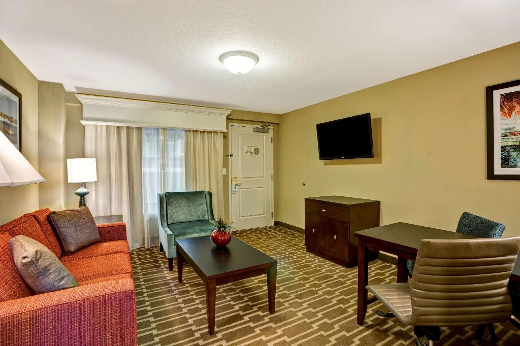2 Doubles-1 Bedroom-Corner Suite-Hearing Accessible - Guestroom