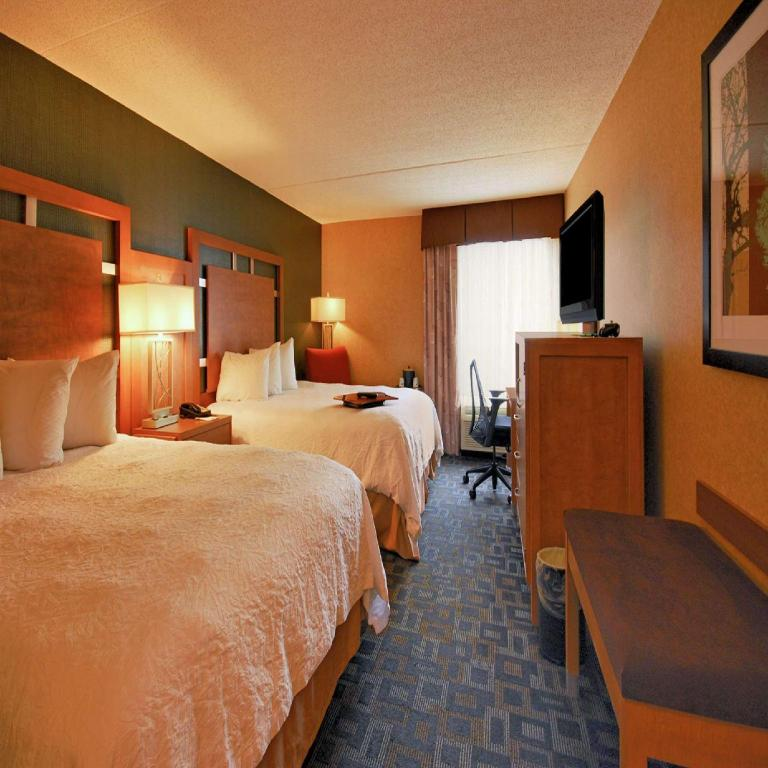 2 Queen Beds Smoking - Guestroom Hampton Inn Clinton Hotel