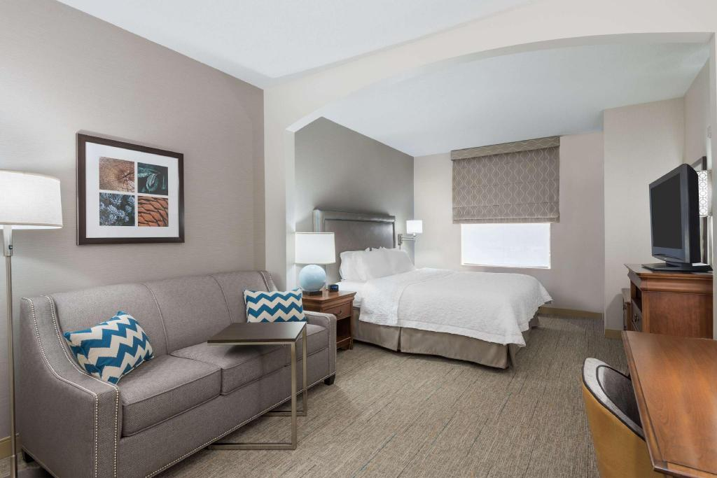 Fabulous Hampton Inn Bedford Burlington Hotel In Bedford Ma Room Gmtry Best Dining Table And Chair Ideas Images Gmtryco