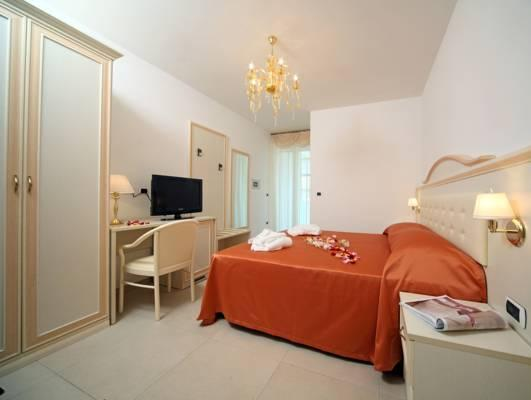 Tweepersoons- of twinkamer (2 aparte bedden) met balkon (Double or Twin Room with Balcony)