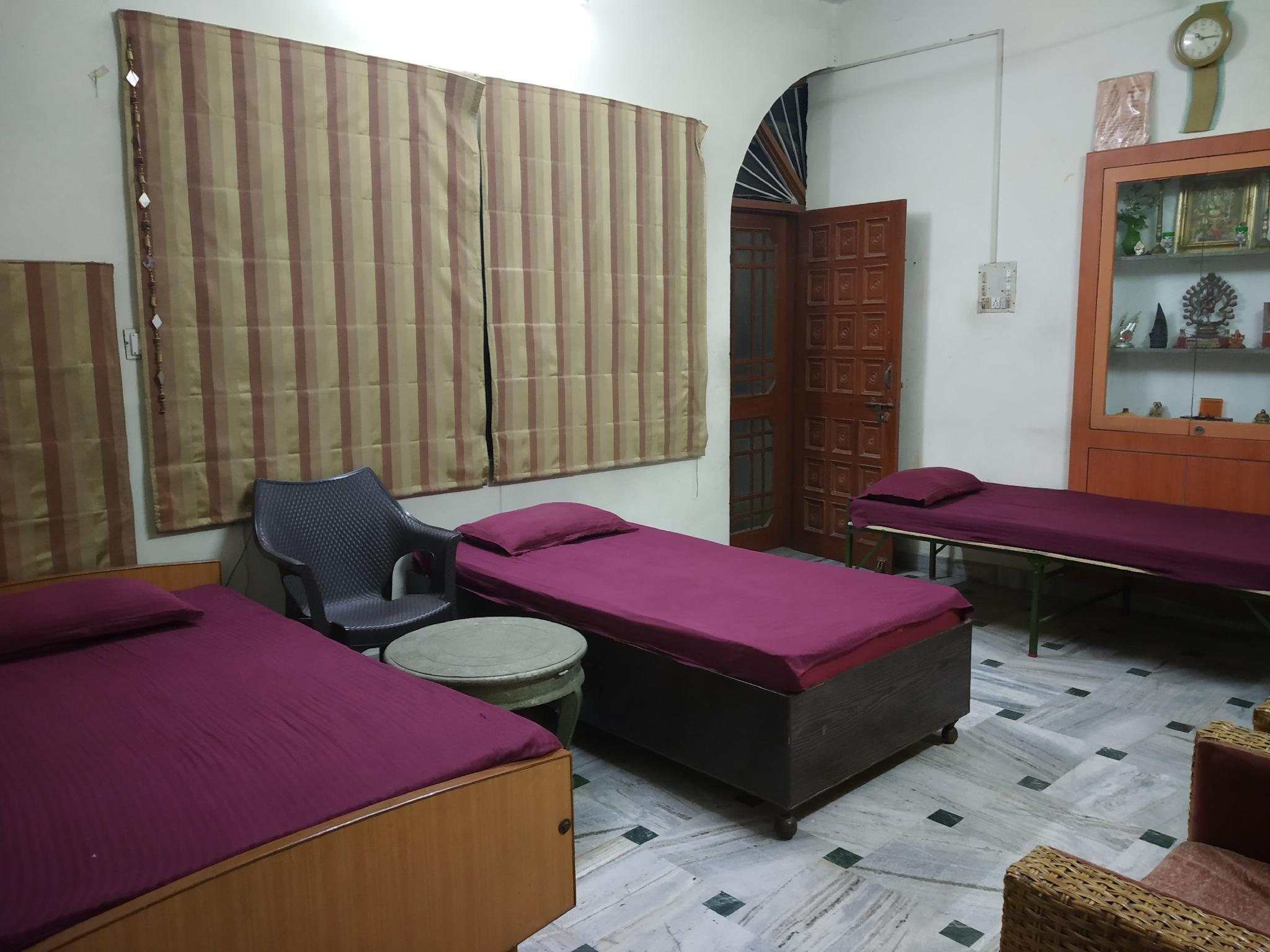 4 Single Beds in Dormitory - Mixed