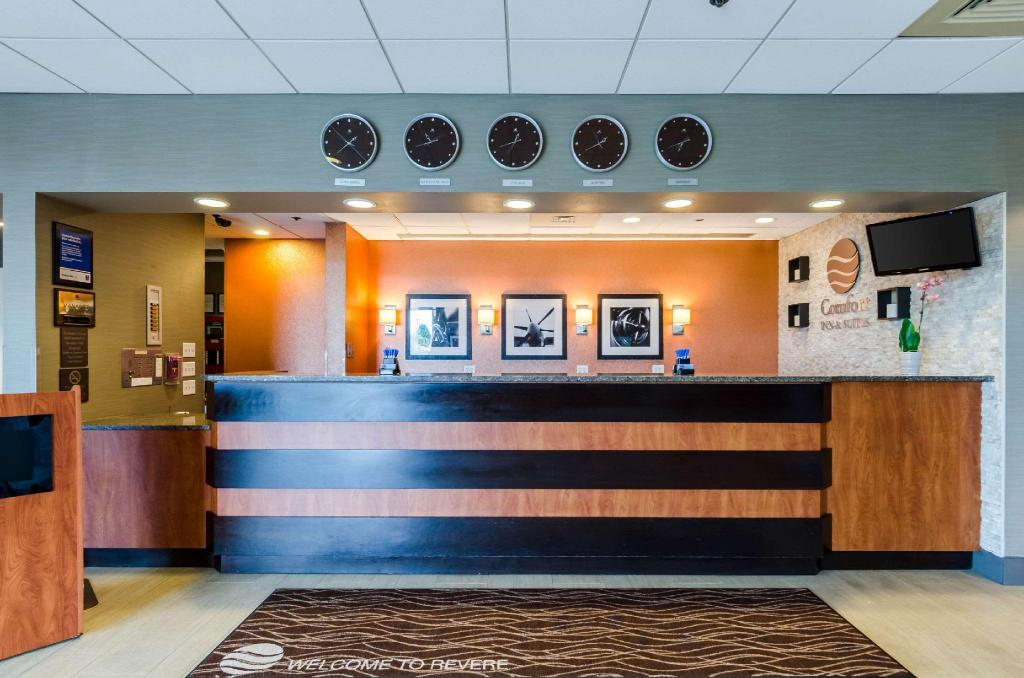 Lobi Comfort Inn & Suites Logan International Airport