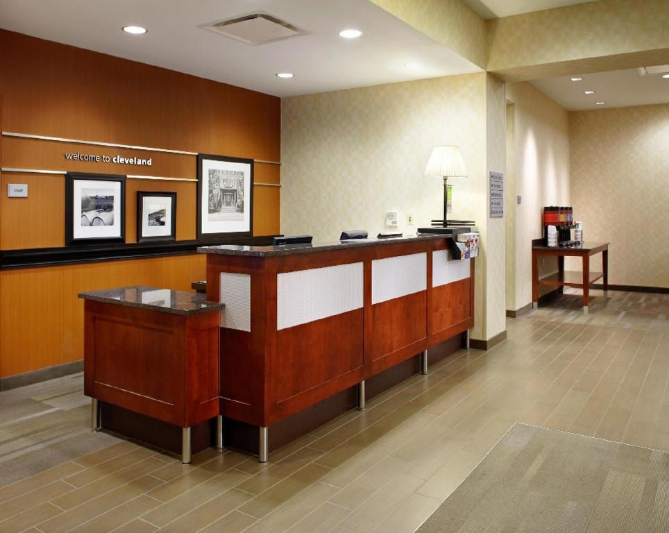 Lobi Hampton Inn Cleveland Downtown