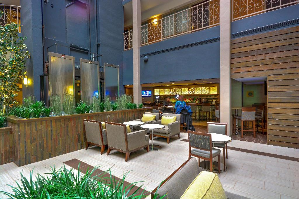 Vestíbulo Embassy Suites Denver Stapleton