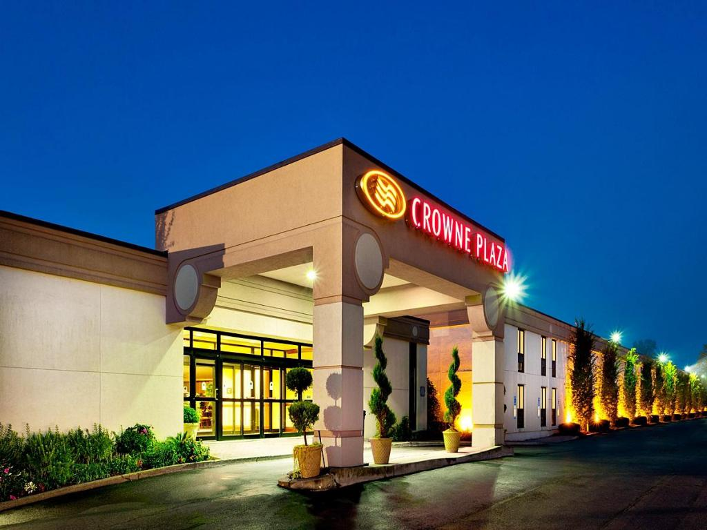 Exterior view Crowne Plaza At Paramus Park Hotel