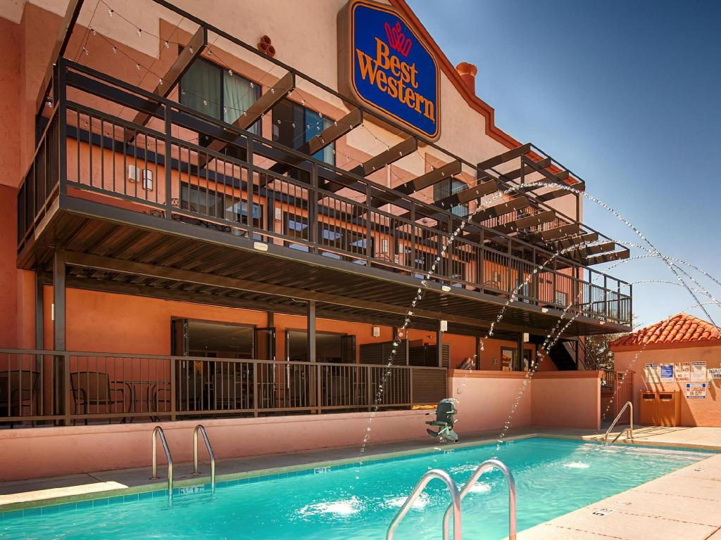 Piscina externa Best Western View of Lake Powell Hotel