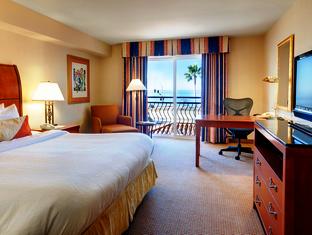 1 King Bed Partial Ocean View   Guestroom Hilton Garden Inn Carlsbad Beach