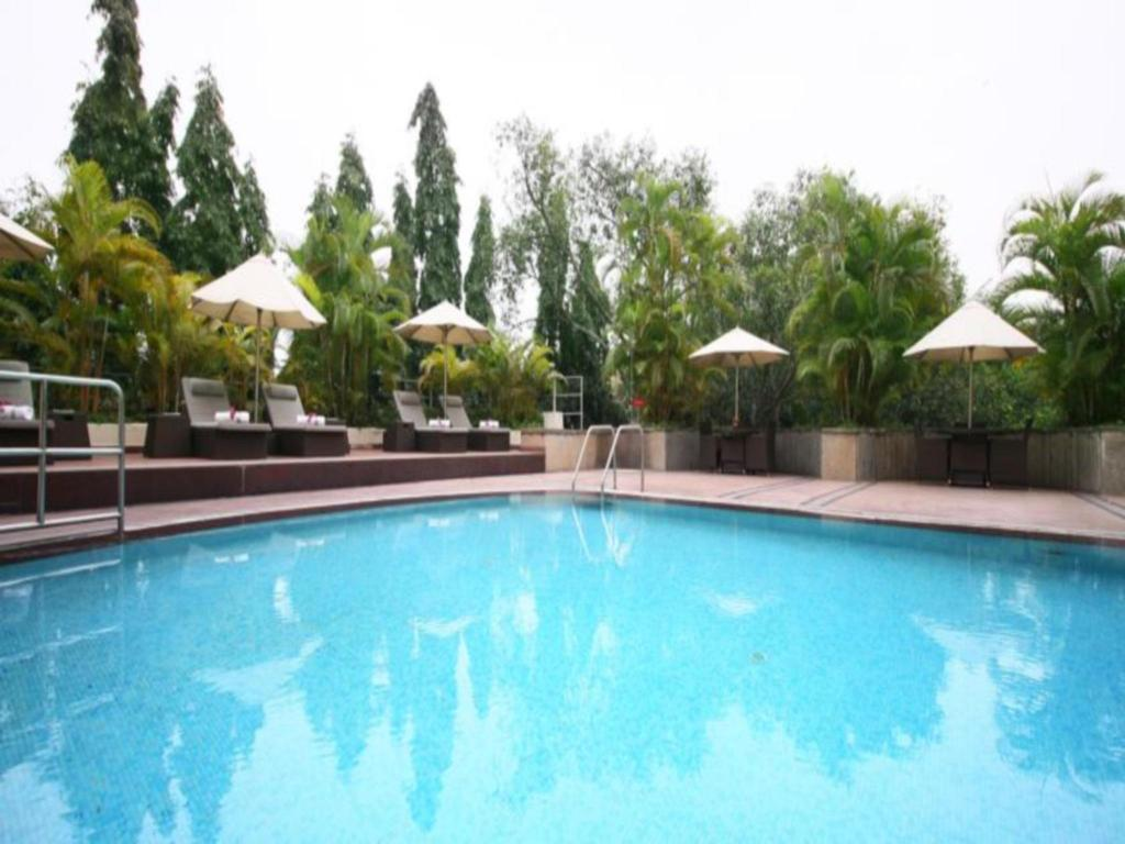 Swimming pool [outdoor] Gateway Hotel On Residency Road