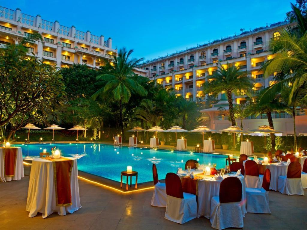 utomhuspool The Leela Palace Bangalore