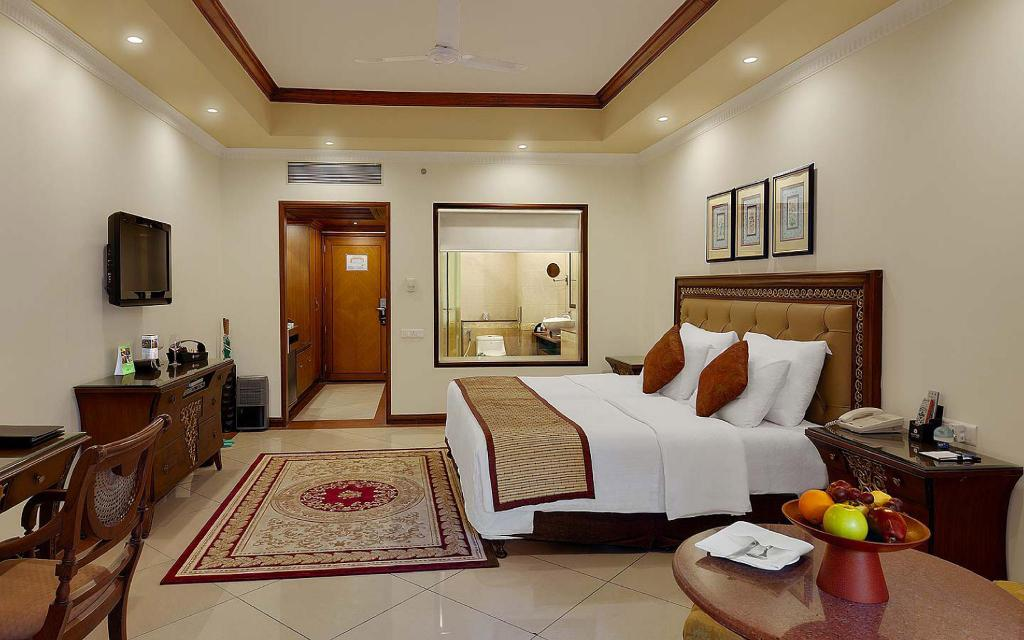 Kamar Club - Ranjang Mayfair Lagoon Hotel