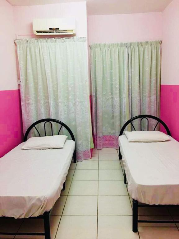 Twin Bed Borneo Seaview Budget & Backpackers Hotel