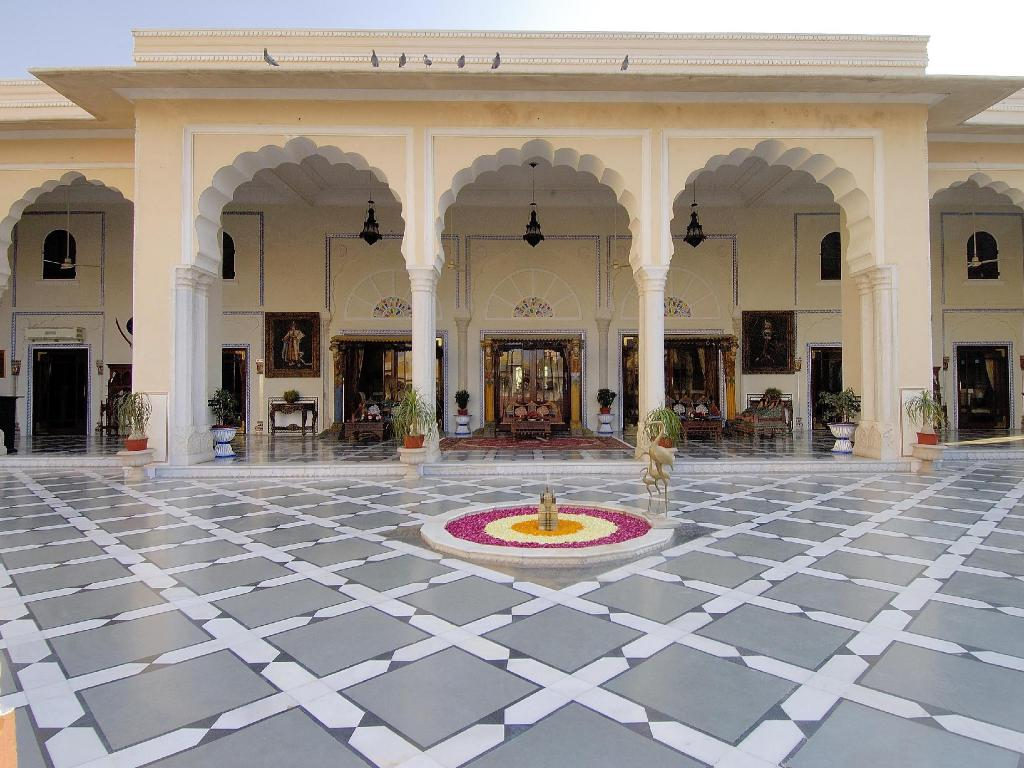 Vstupní hala The Raj Palace (Small Luxury Hotels of the World)