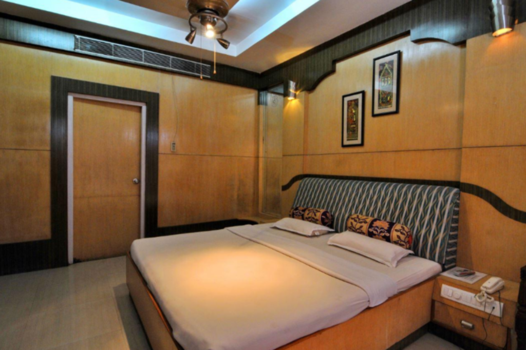 Deluxe - Bed The Himalayan Hotel