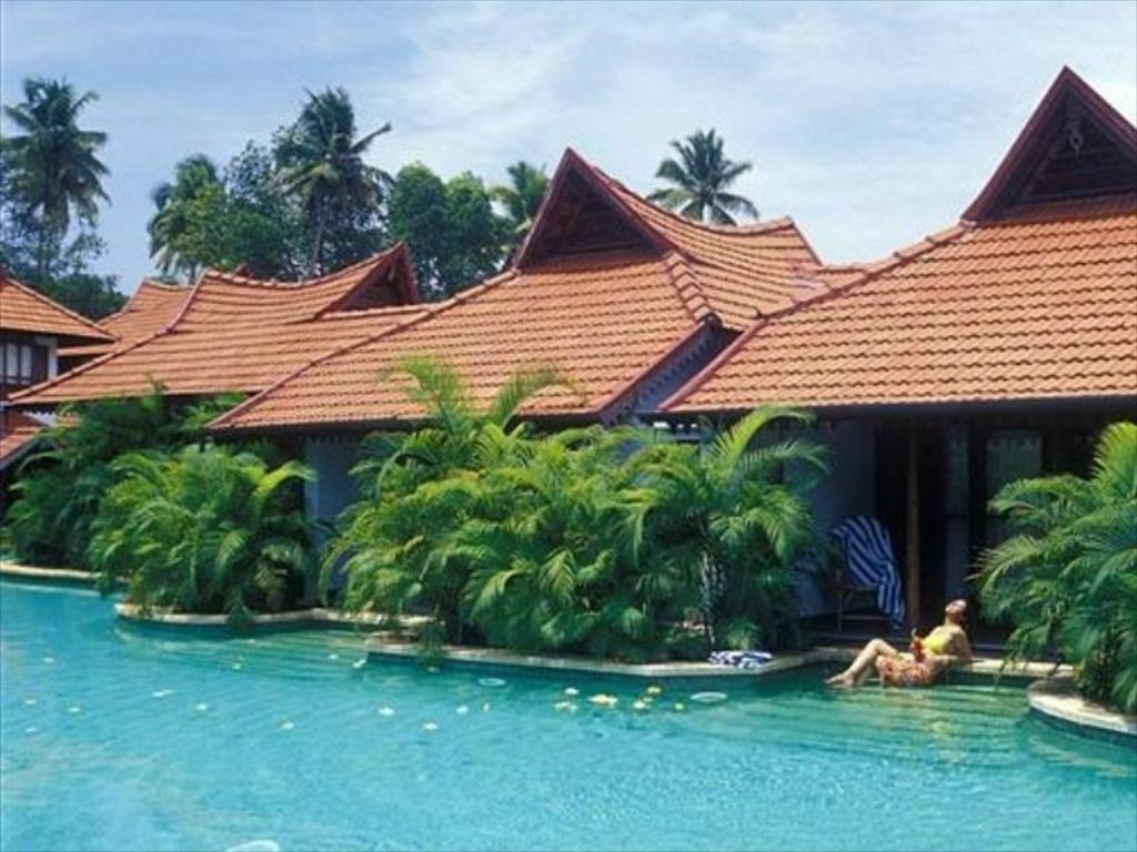 Meandering Pool Villa Kumarakom Lake Resort