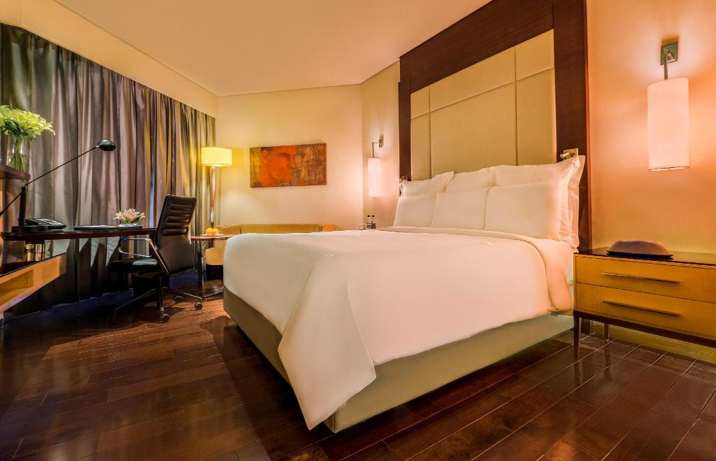 Deluxe, Guest room, 1 King or 2 Twin/Single Bed(s) - lůžko JW Marriott Mumbai Juhu